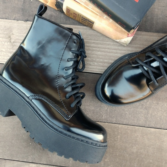 b70acd84d339 Jeffrey Campbell Shoes - JEFFREY CAMPBELL District Combat Platform Boots